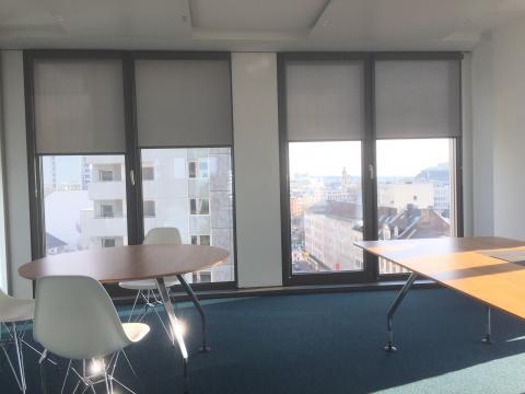 Bürogebäude in Frankfurt - Kassettenrollos Montage