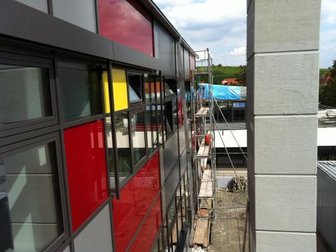 Schule Eltville - Montage von freitragenden Raffstore
