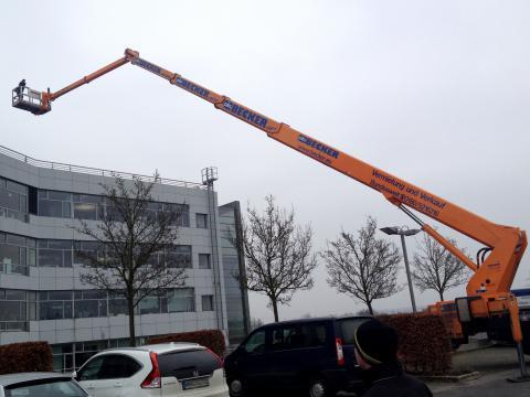 Bad Vilbel - Redigo Bürogebäude 52m Hubsteiger  - Austausch Außenjalousie Raffstore