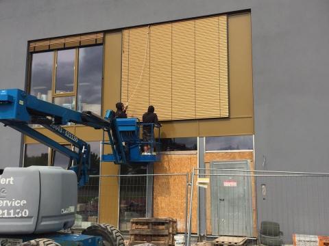 Montage Raffstoren E60A6S Zweifeldsporthalle in Weimar - Foto 3